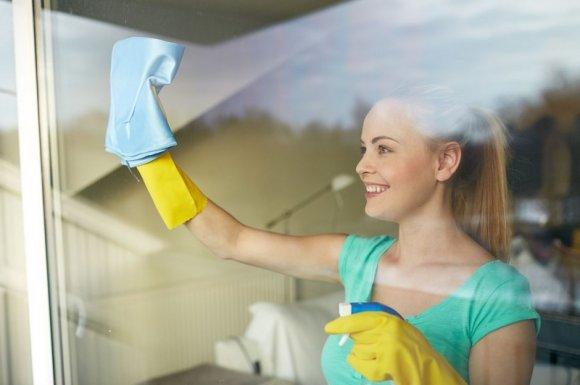 Tâches ménagères quotidiennes à Pont-Evêque